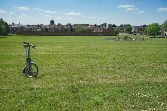 If this was Sweden this park would not be empty, but filled with Swedish sunflower people soaking up rays and having barbecues. Instead it's just me alone. Park Bicycle Brompton My Bicycle