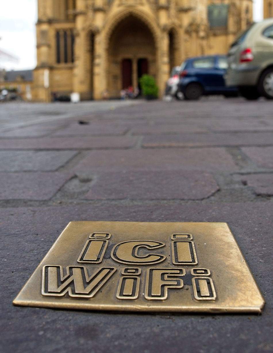 Vive la France Cathedral City Close-up Logo Metz, France Mobile Conversations Street Symbol Wifi WIFI Zone