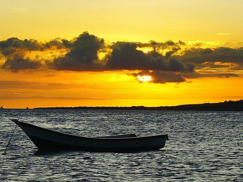 Yaque majestuoso, con tus puestas de sol brisa marina y aguas tranquilas. Relaxing Venezuela Color Photography Photography Playa El Yaque Vzla Puesta De Sol Yaque