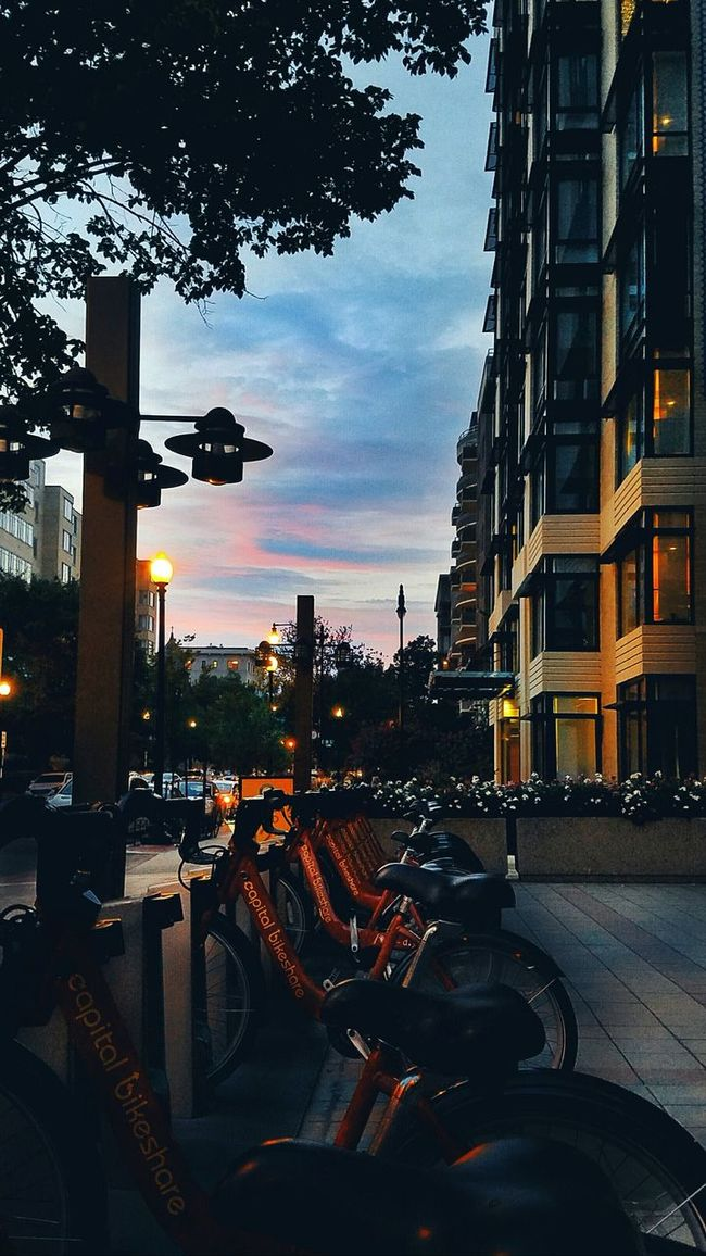 17th Street NW. BadAnimals Images 2016. Sunset Urban Photography WashingtonDC GalaxyS7Edge Mobilephotography BadAnimalsImages Everybodystreet EyeEm Lowlightphotography Bicycle