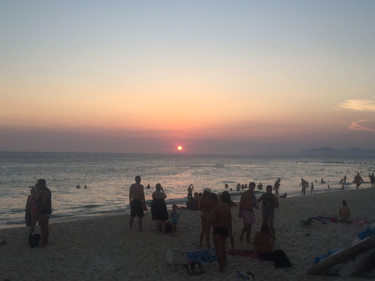 beach, sunset, sea, sand, nature, water, sky, horizon over water, real people, scenics, large group of people, lifestyles, leisure activity, men, beauty in nature, outdoors, vacations, women, summer, standing, relaxation, togetherness, day, people, adult