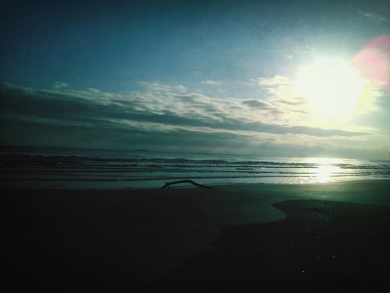 sea, nature, water, beach, sky, sun, beauty in nature, sunbeam, horizon over water, scenics, sunlight, tranquil scene, tranquility, outdoors, silhouette, sunset, no people, day