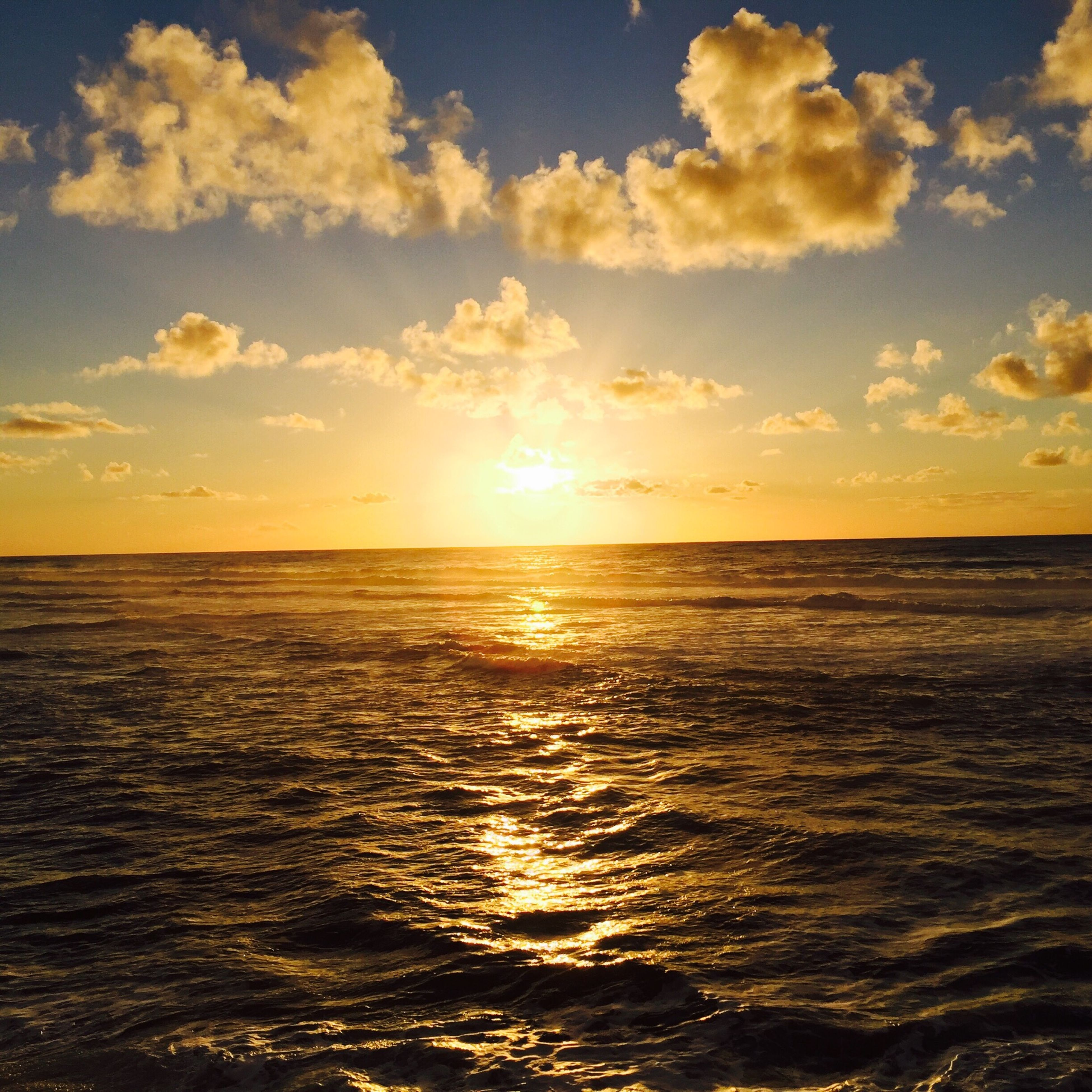 sea, water, sunset, horizon over water, scenics, tranquil scene, beauty in nature, tranquility, waterfront, sky, sun, idyllic, nature, rippled, reflection, seascape, sunlight, orange color, cloud - sky, cloud