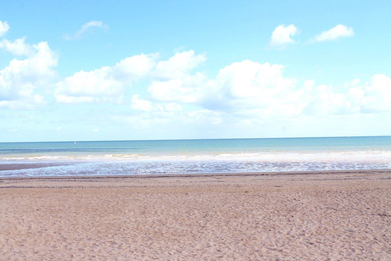 Ocean Mer Normandie France Normandie Normandy France Plage Beach Beachphotography Beach Photography Dreaming Blue Sky Blue Wave