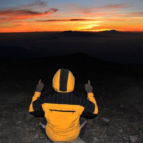 waiting for sunrise ! 10 september 2013. Semeru Mahameru 3676 High backpacker indonesia
