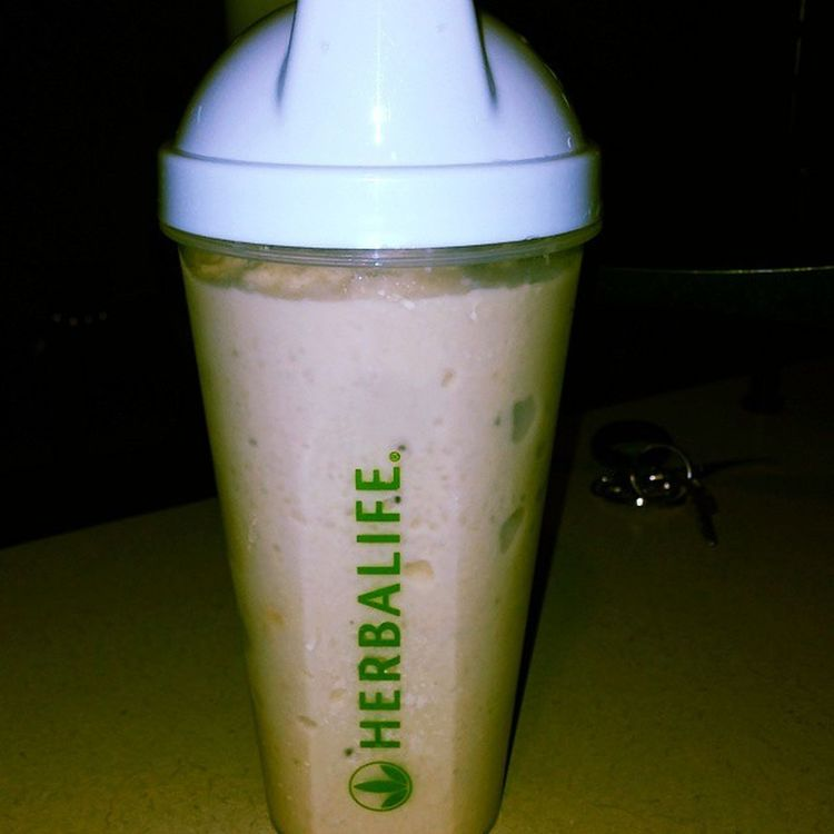 Back on my healthy meal plan with Herbalife. Saw amazing results last time so I can't wait! Herbalife 24Fit CookiesNcream