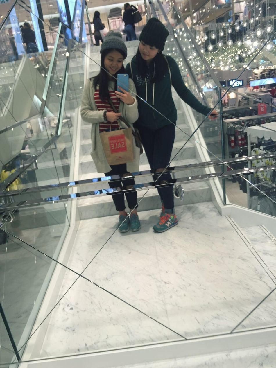 Flagship H&M store in Causeway Bay! Love the marble staircases and the enormous mirror wall!💖 Friends Selfie ✌ Shopping Chiu's2016 Throwback Happy H&M Marble Stairs Mirror Flagshipstore