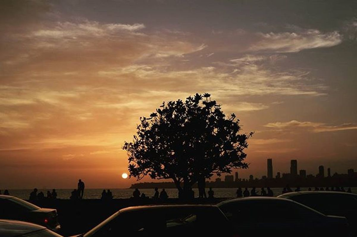 Amidst the speedy vehicles and the crowd there was THIS view 😍 . Sunset Skies Marinedrive Bombayscenes Mumbai_uncensored Mumbai Ig_india _soi Soiwalks Clouds Streetphotographyindia Somumbai Sonalishelar Clickmumbai _indiasb Ig_mh India Clickmumbai _coi Coloursofindia Tellmeyourstory Nikon D5300 Desi Desi_diaries india_gram mumbaimerijaan Could I put more tags :P