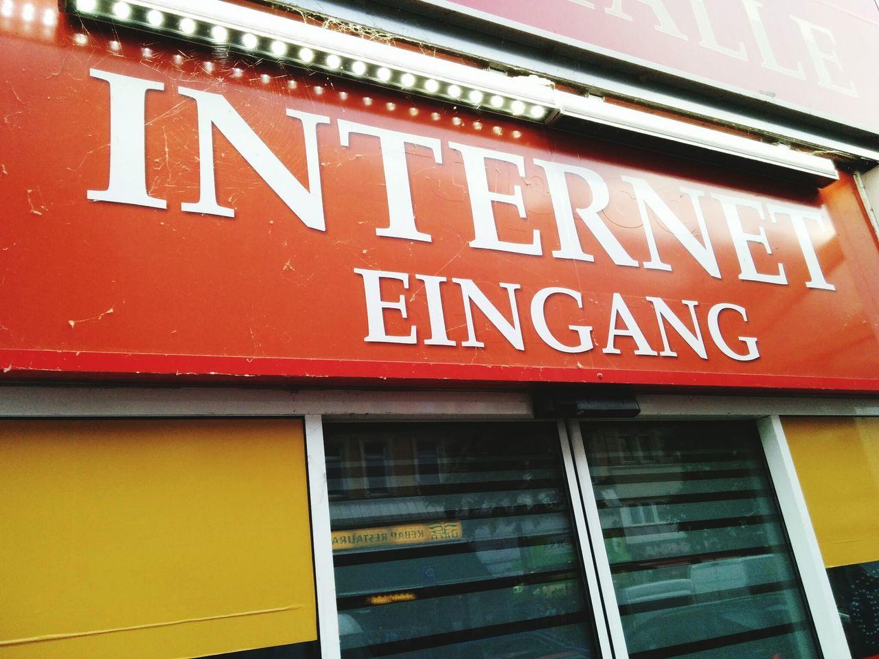 Wo alles begann. Internet Web Eingang Eingangsbereich Entrance Internetcafé