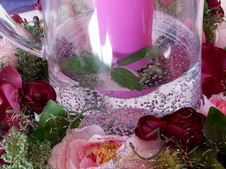 Purple Mint Leaves Multi Colored No People Drink Celebration Indoors  Glass Can Day Close-up Macro Soda Pearls Water Pearls Kohlensäureperlen Sprudelndes Wasser Ladyphotographerofthemonth Pink Pink Is Beautiful Pink Is Back Mirroring In Water, artificialFlower Heads, Freshness Lights And Reflection Reflection Mirroring