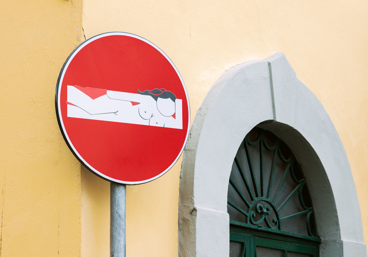 Architecture No People Do Not Enter Sign Road Sign Street Street Art Traffic Sign Florence Italy Creative