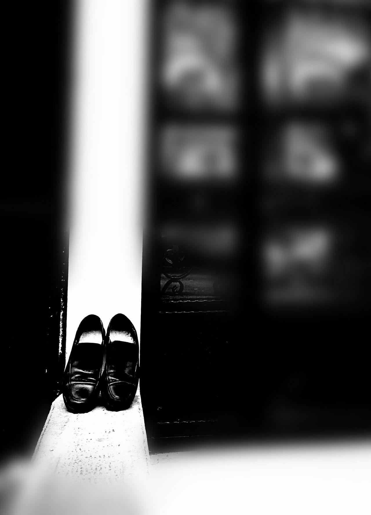 Cenaze Funeral Funeral Home When a person dies, his or her shoes put in front of the door. So it turns out there's a funeral in that house. Bursa / Turkey Bir kişi öldüğünde ayakkabısı kapısının önüne konulur. Böylece o evde cenaze olduğu anlaşılır.