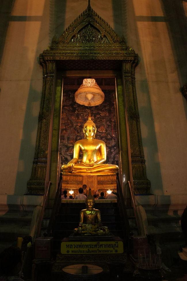 วัดสุทัศน์เทพวราราม Art Art And Craft Bangkok Buddha Image Buddha Statue Creativity Cultures Design Geometry Human Representation Indoors  Ornate Place Of Worship Religion Sculpture Spirituality Statue Symmetry Tradition Vertical Symmetry