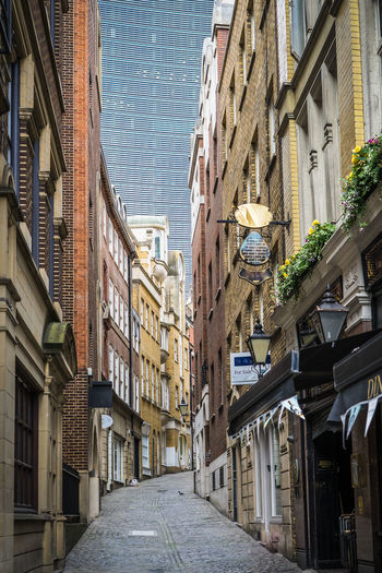 Narrow Lane in the City of London Narrow Road Row House Architecture Building Exterior Built Structure City Day Empty Empty Road Lovat Lane Narrow Street No People Outdoors Residential Building Sky The Way Forward Breathing Space The Week On EyeEm Your Ticket To Europe Postcode Postcards The Graphic City