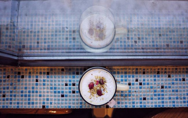 Rose Tea Glass Reflection Blue Rainy Days 41 Cafe Shek Kip Mei Explorehongkong