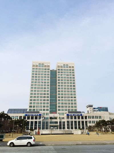 Daejeon Metropolitan City Hall building .. I actually nicer~!! 대전광역시청 건물.. 실제로 보니 더 멋지네^^ Trip Photo On A Holiday IPhoneography Building Nice View Iphone6plus Building And Sky Architecture Taking Photos Cityhall