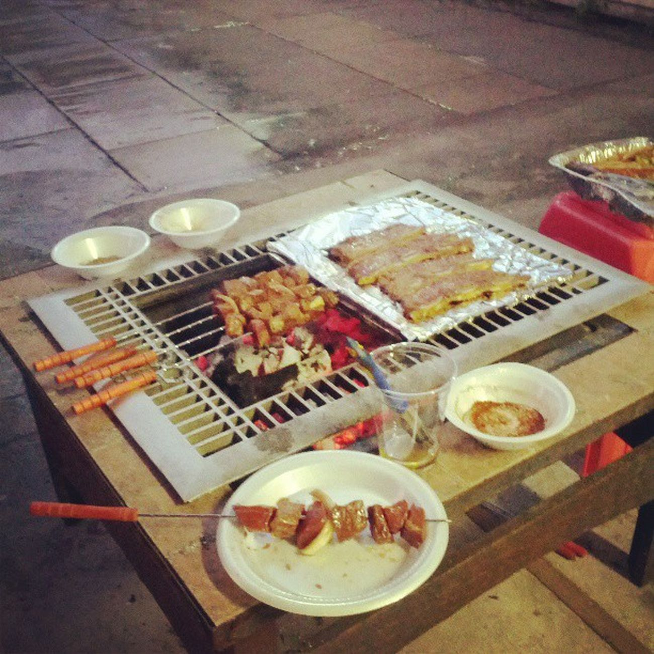 BBQ in a raining day! Raining BBQ Beef Kabob party instaphoto foodoftheday foodporn picoftheday