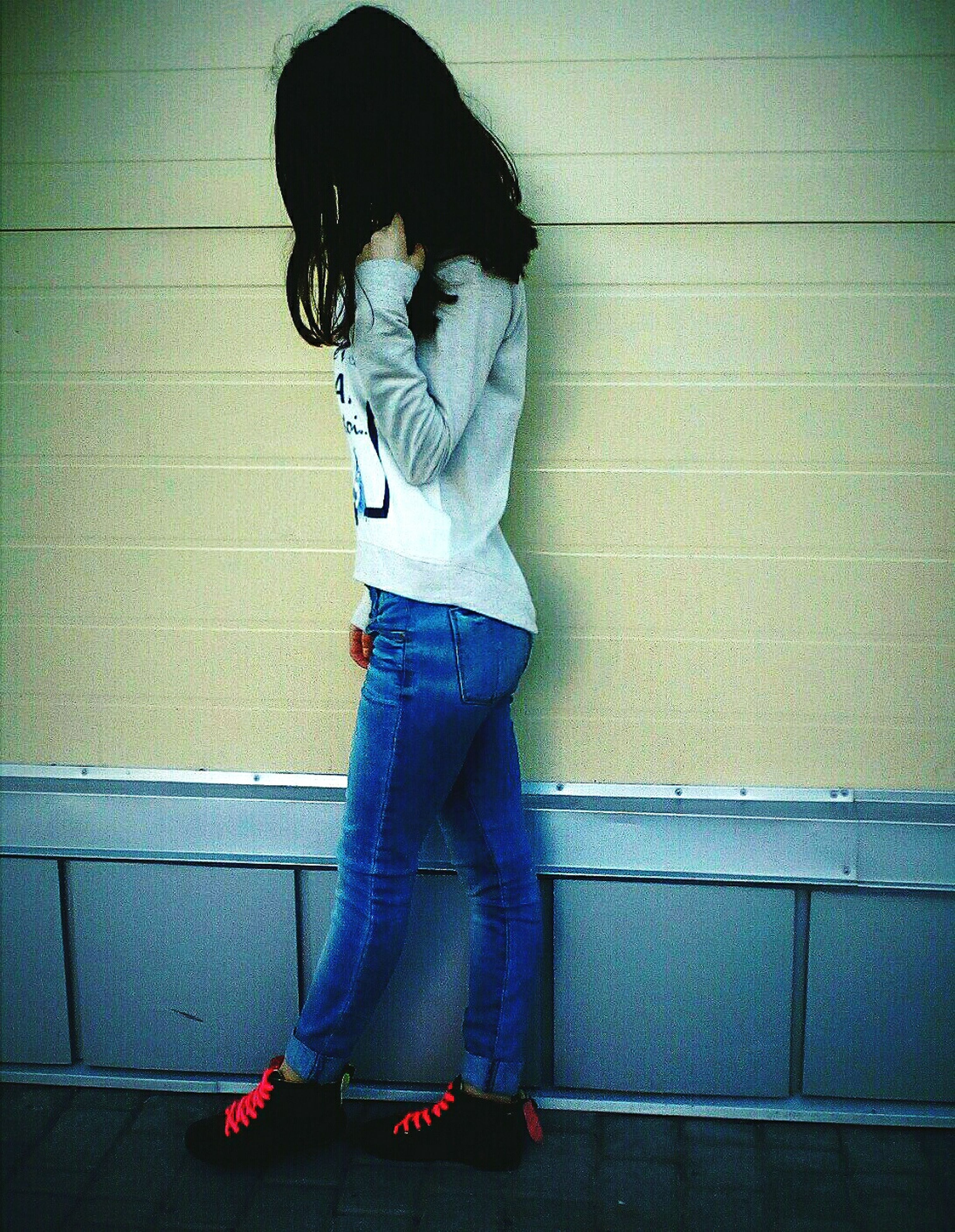 one person, standing, full length, casual clothing, real people, childhood, indoors, side view, day, people