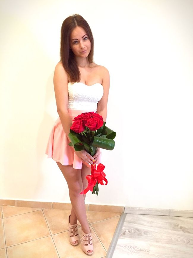 Picture Couple Morning Nameday Namedaytoday Bouquet Roses Rosebouquet Romantic Gift Suprise Suprised