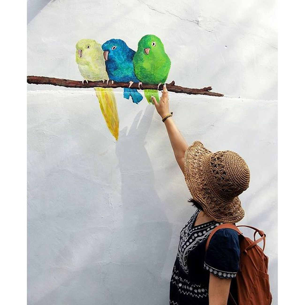 Bepartofstreetart Seoul Reaching to the blue bird 😉 모두들 행복한 주말 되세요 😁 서울둘레길