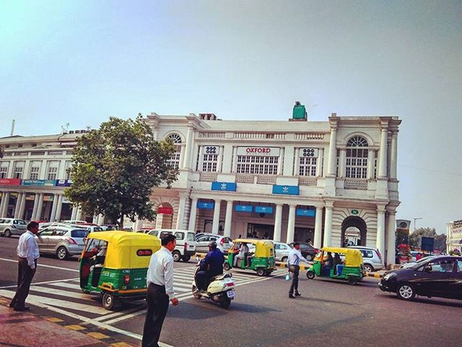Cp mornings! ConnaughtPlace Delhi India Centraldelhi DelhiGram Delhidiaries Sodelhi WhenInDelhi Street Mornings Traffic Indiapictures Citylife Autorickshaw Clearsky Dilli