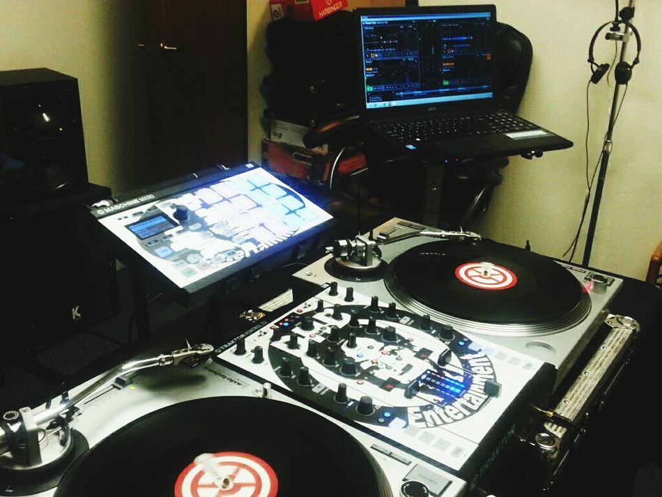 On the air live on www.mixlr.com/dj-nard-x Atwork Working Making Music Mobile Photography Music Enjoying Life