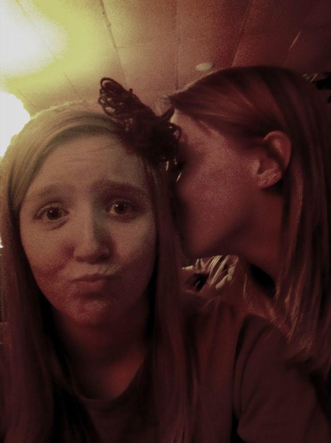 Kissessss.