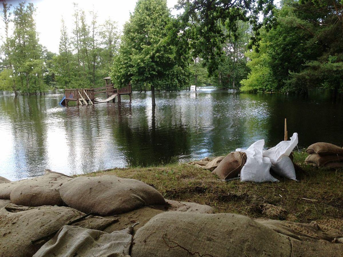How Do We Build The World? Flood and Destruction Flood Destruction Climatechange Globalwarming