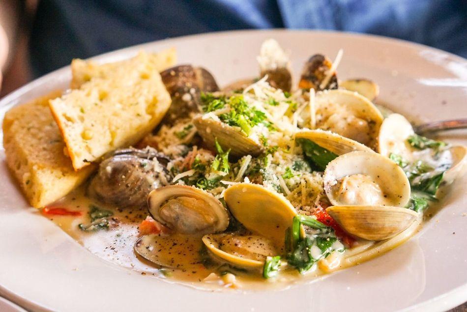 Clam linguine at KP Lihue! Pasta Lihue Hawaii Italian Food FotosDeSWAO