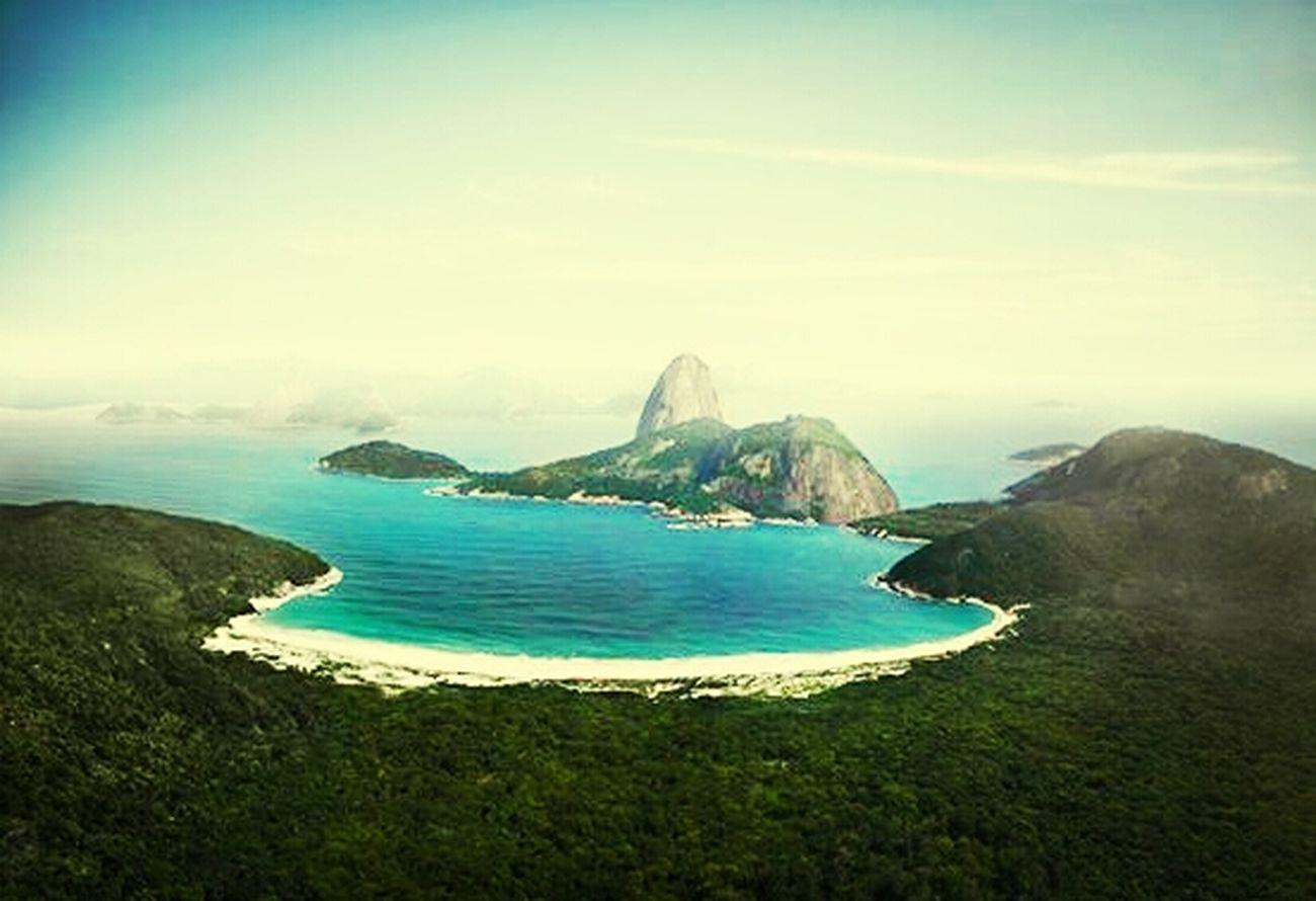 """O RIO SEM UM CÃNCER CHAMADO """"HOMEM Hello World Travelling """""""