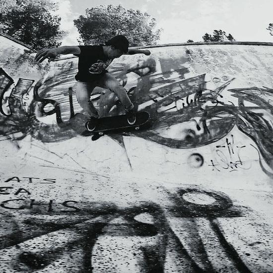 Skateboardingisfun Skateboarding Skateordie Skatelife Wallride People Justhavefun RideOrDie Skateeverydamnday Lifestyle