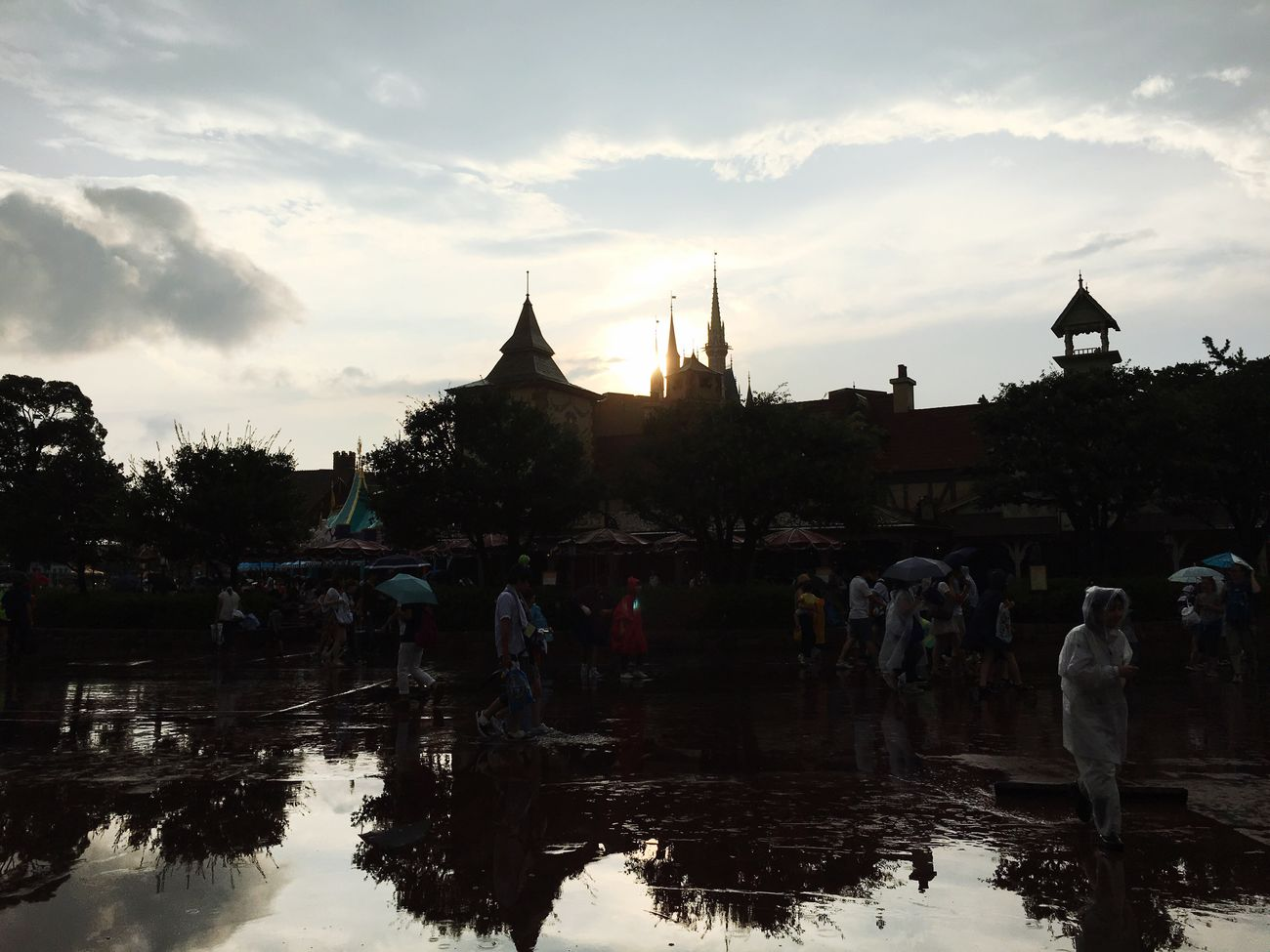 Tokyo Disney land.雨上がりの素敵なディズニーランド❤️ Sunshine Nature EyeEm Life Is Beautiful Sky And Clouds Art Tokyo,Japan Tokyo Disney Land After The Rain Light 希望 反射 鏡 Mirror Thanksgiving One Day