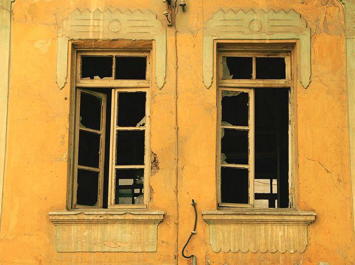 Hello World Doorsandwindows Ontheroad Urbangeometry Cityscapes Streetphotography Oldhouse Taking Photos Windows Eye Em Best Shots