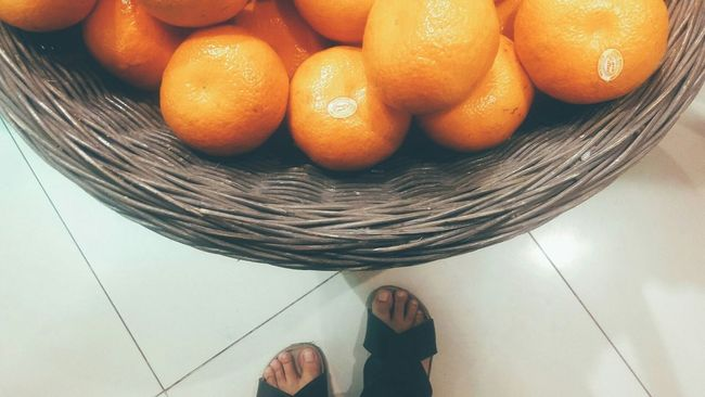 My feet wants orange...where ever my feet takes me Eye4photography  Orange Crops Fruits Oranges Getting Inspired Getting Creative Eat More Fruits My Feets