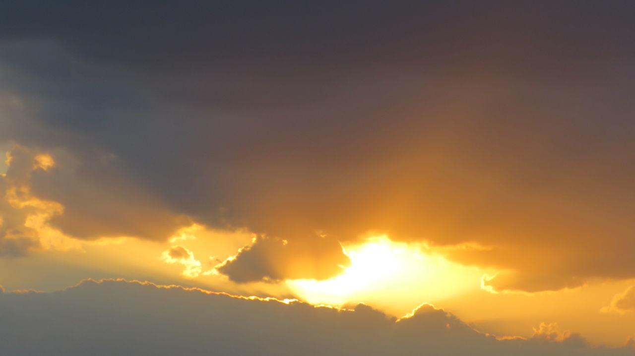 Beatiful Cloud Dubai Orange Sad Sun Sun Rays Through The Clouds Sunset