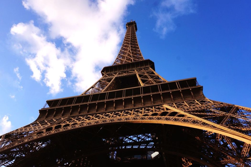 Eiffel Tower Traveling greet day!