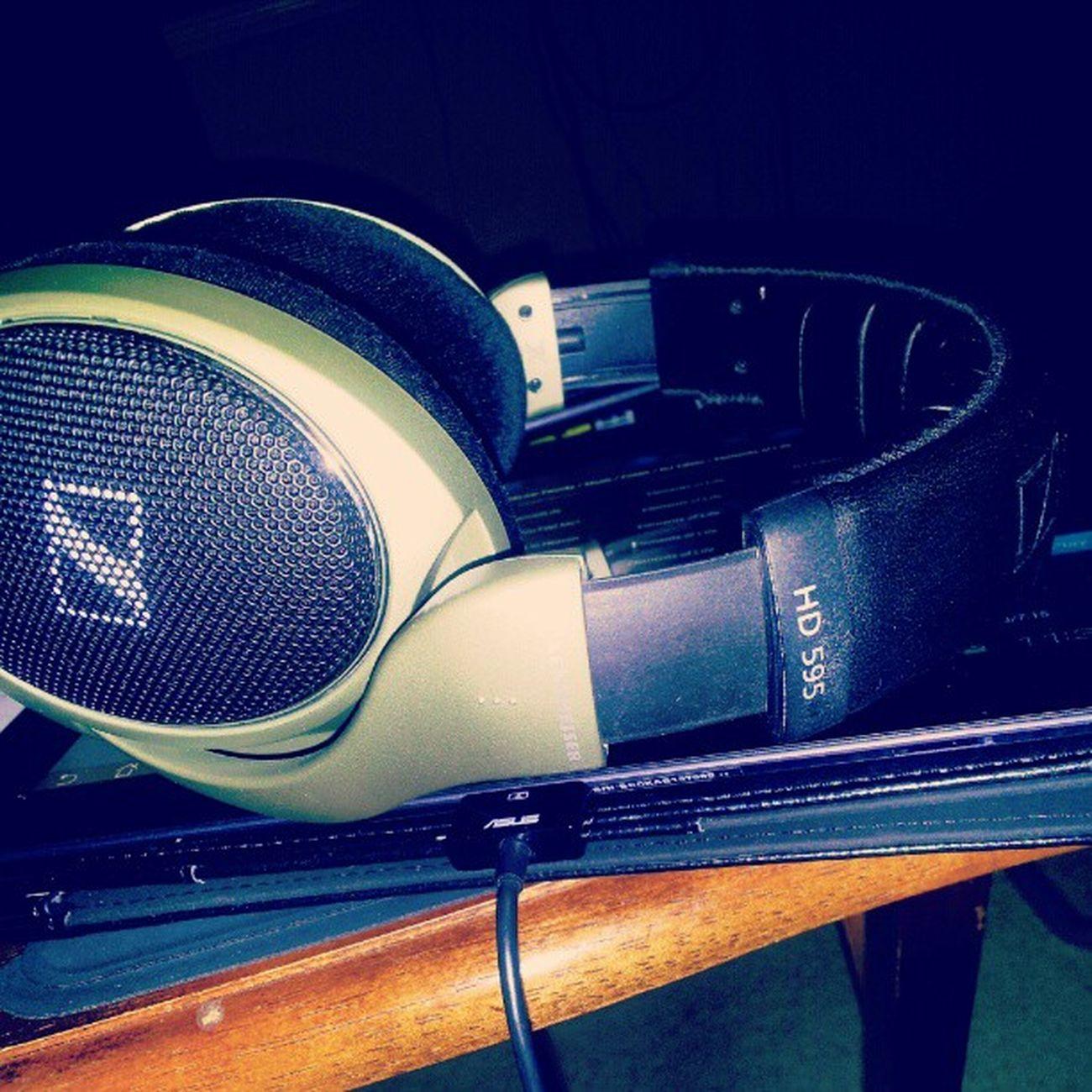 Tiesto sounds so dam good with my Sennheiser HD595 Headphones Working Late Overtime