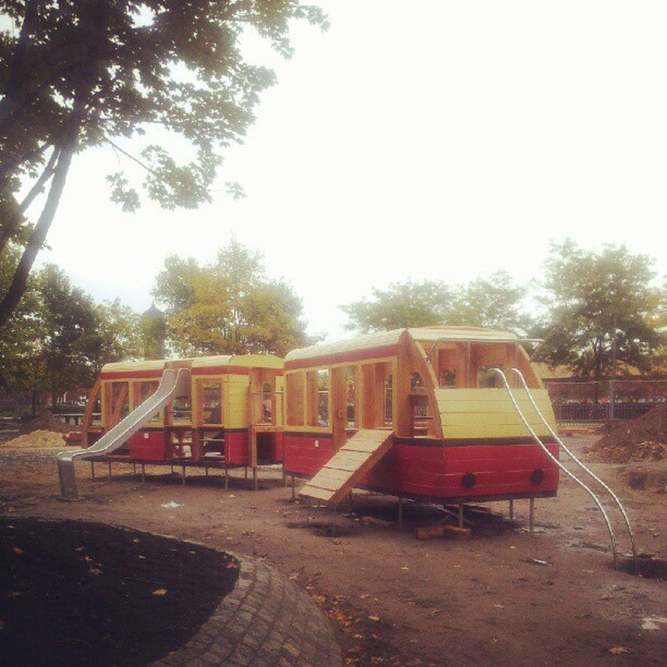 Sie haben der BVG ein Denkmal gebaut... Igers Instagood Instagramhub Eastberlin Playgournd Streetphotography Berlin Urban Bvg Photooftheday Picoftheday Friedrichshain Instamood