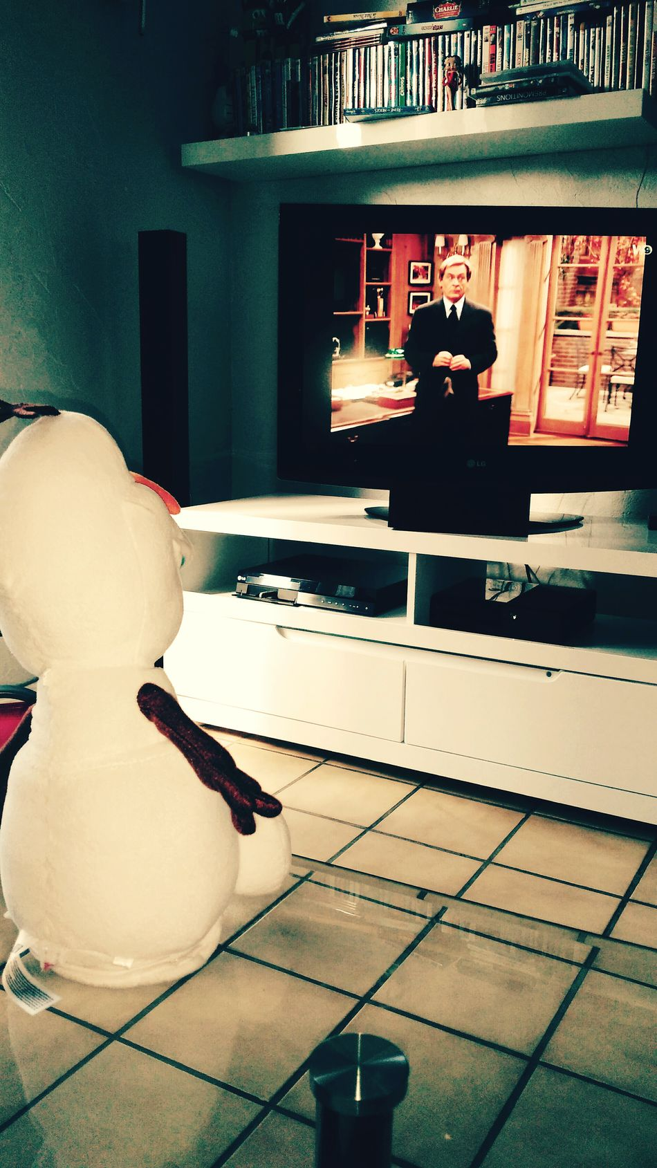 Olaf fond devant Niels Tv Television Fun Have Fun Delire OpenEdit Toy il faut garder son ame d enfant 😆 Watching Tv Happy