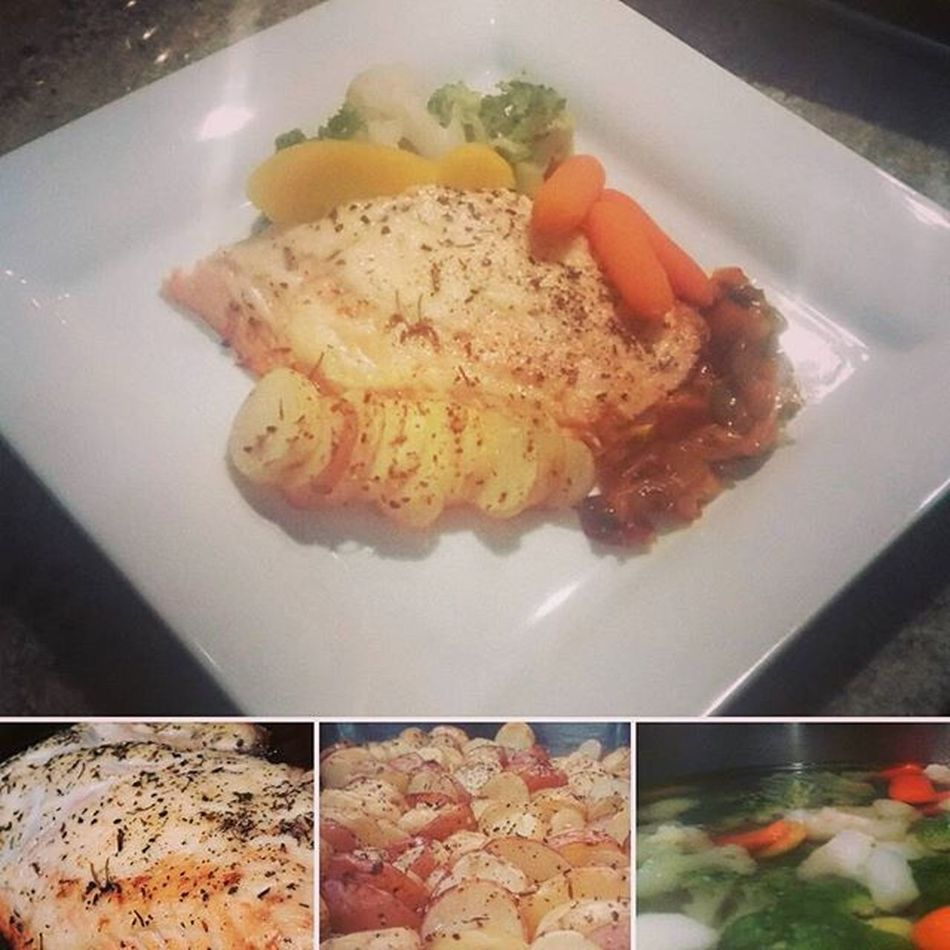 ~gold Salmon top with mayonnaise &herbs on side veggies & mixed caramelized peppers also some baked potatoes salted ~ Thisissupper Supper Dish Plate Salmon Potatos Peppers Whereitsat Withmychefpantson