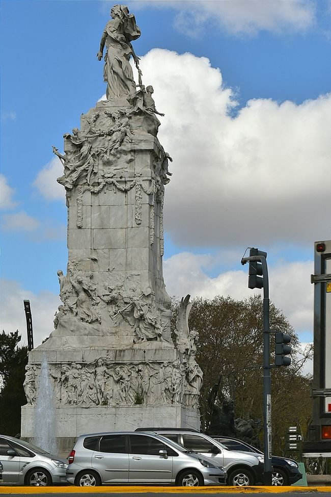 Architecture Street City Monument Cloud - Sky History The Past Travel Destinations Palermo Buenos Aires Monumentos  Monuments Art Streetphotography Grey Cars Silver Car Urbanphotography Buenos Aires Nikon NikonD5500 Urban No People Vehicles City Street Day Battle Of The Cities