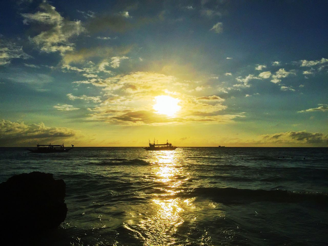Boracay Sunset_collection Sea Water Sky Beauty In Nature Nature Sunset Scenics Tranquil Scene Horizon Over Water Sun Tranquility Reflection Sunlight Idyllic Outdoors Shiny Beach Cloud - Sky No People Day Nature's Diversities Eyeem Philippines My Smartphone Life