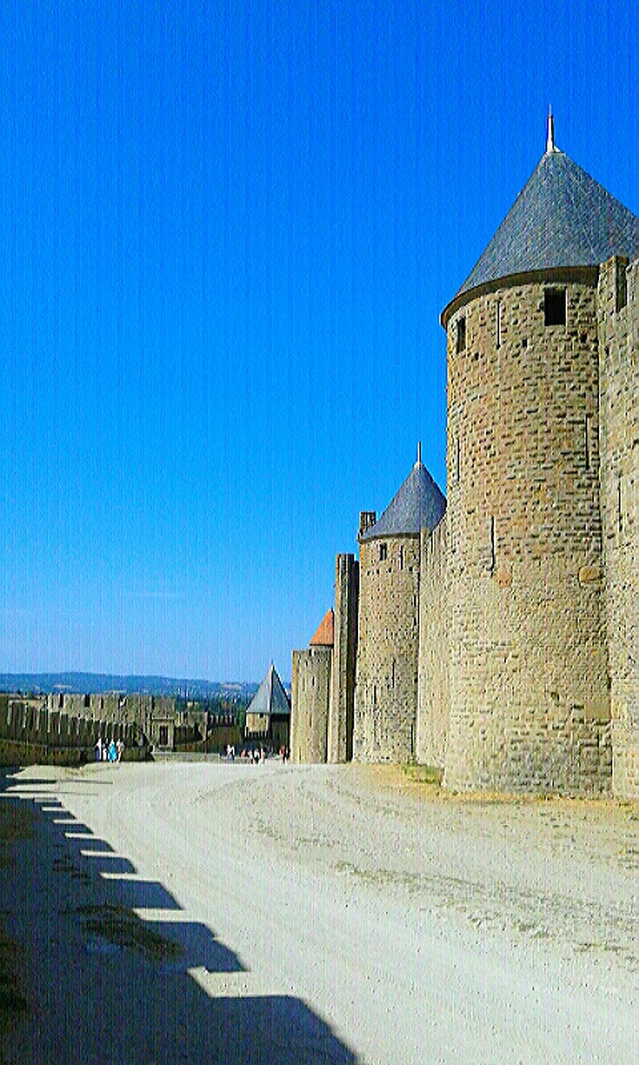 Château en Carcassonne France Architecture Tranquility Macro_collection Pivotal Ideas Macro Beauty Macro Photography Macro Belleza Green Color Built Structure Building Exterior Ancienne Clear Sky Blue Architecture Built Structure Building Exterior Empty Road Copy Space The Way Forward Solitude Long Tranquility