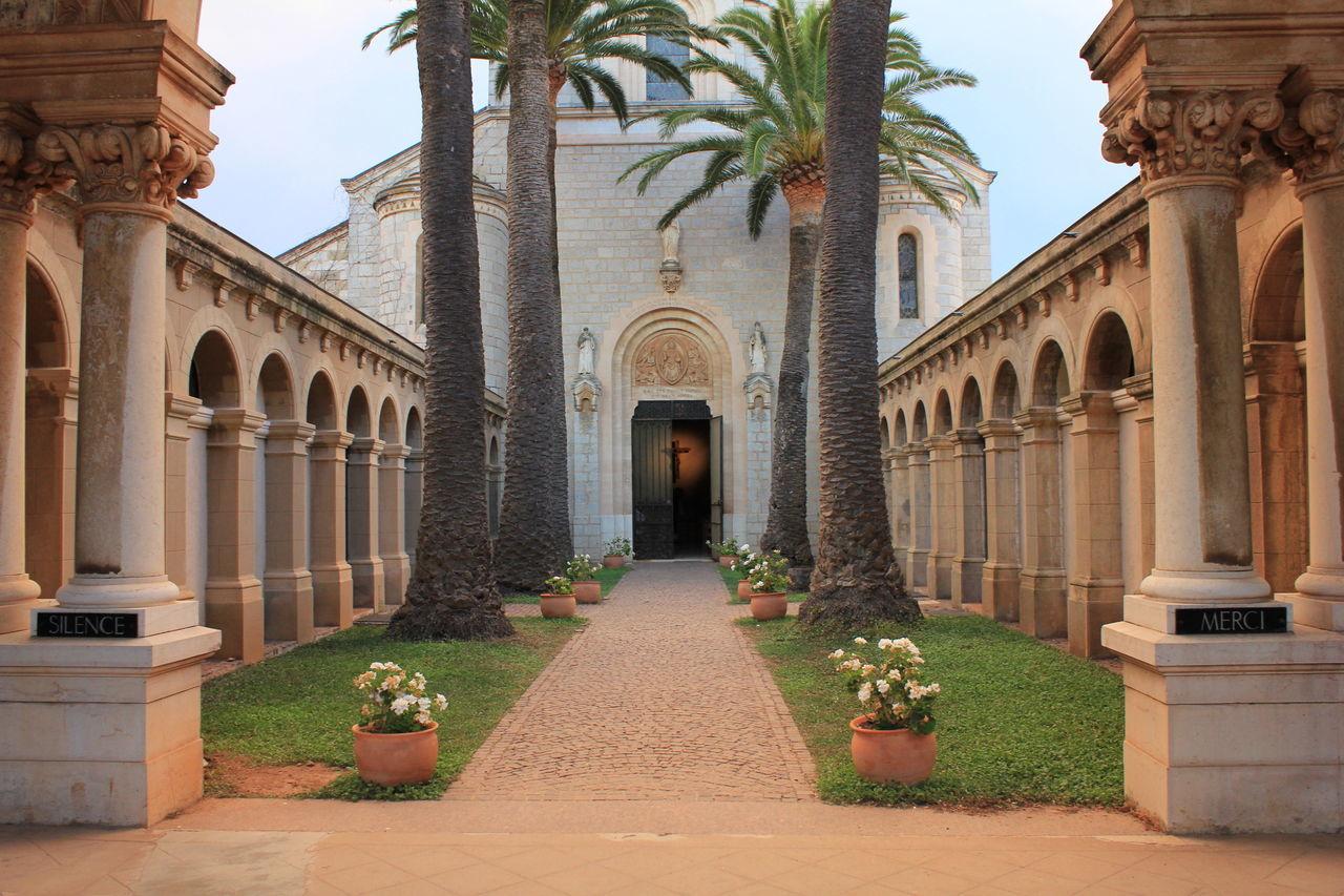 Abbaye Catholic Christ Everything In Its Place Mission Monastery Religious  Showcase March католическая церковь алтарь монастырь христианство крест франция