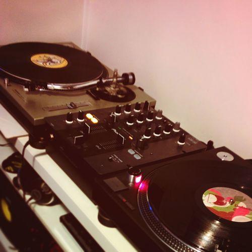 Play some tracks with my crew La Boucle 👊🍻💥 Laboucle Crew Paris Dj France Turntables Music Vinyl Records Technics Sound