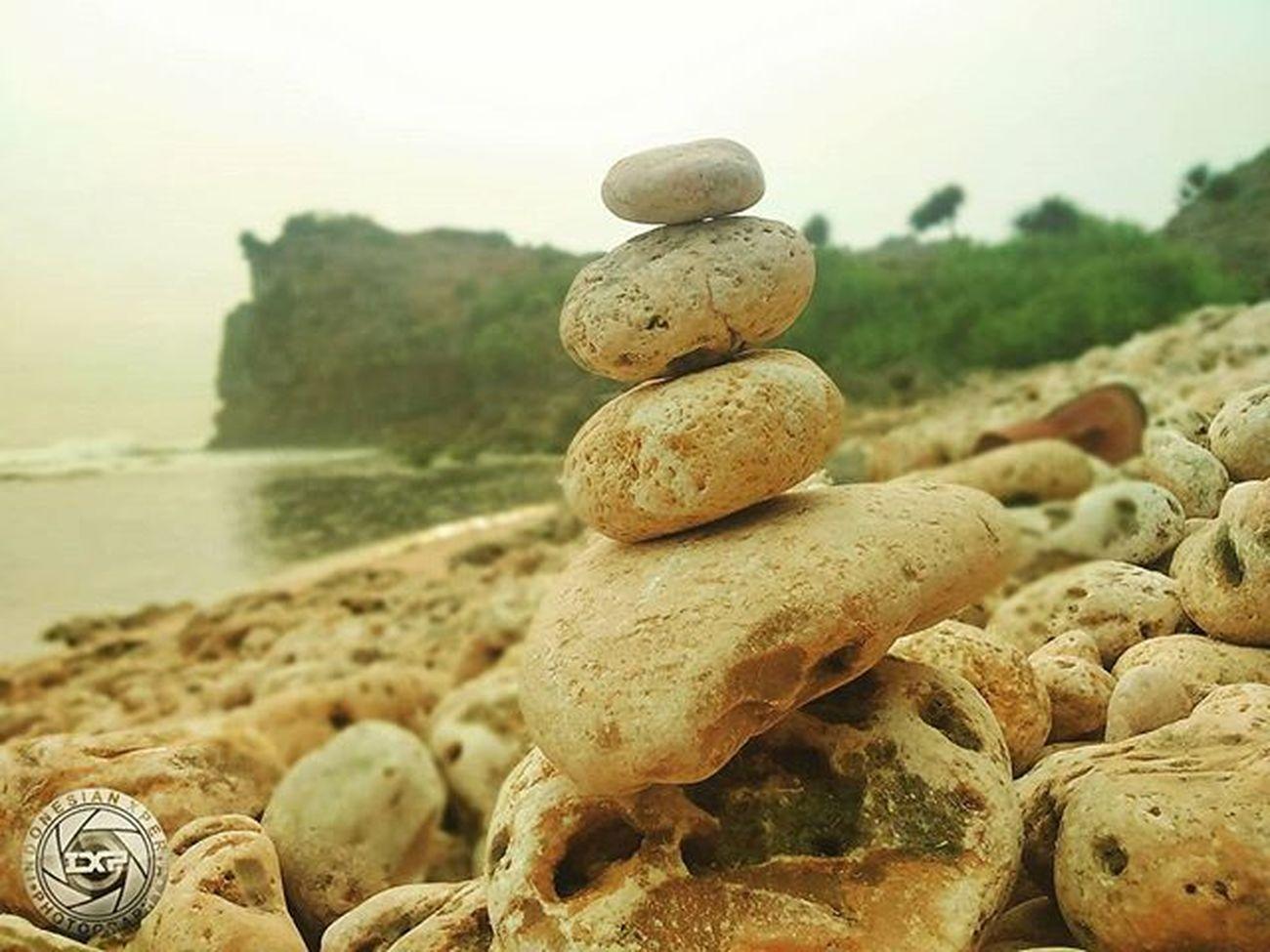 Keep balance 😎 Stackstones Backgrounddefocus Indonesiaxperiaphotography Xperiaindo Snapseed Travel Ngeden Yogyakarta