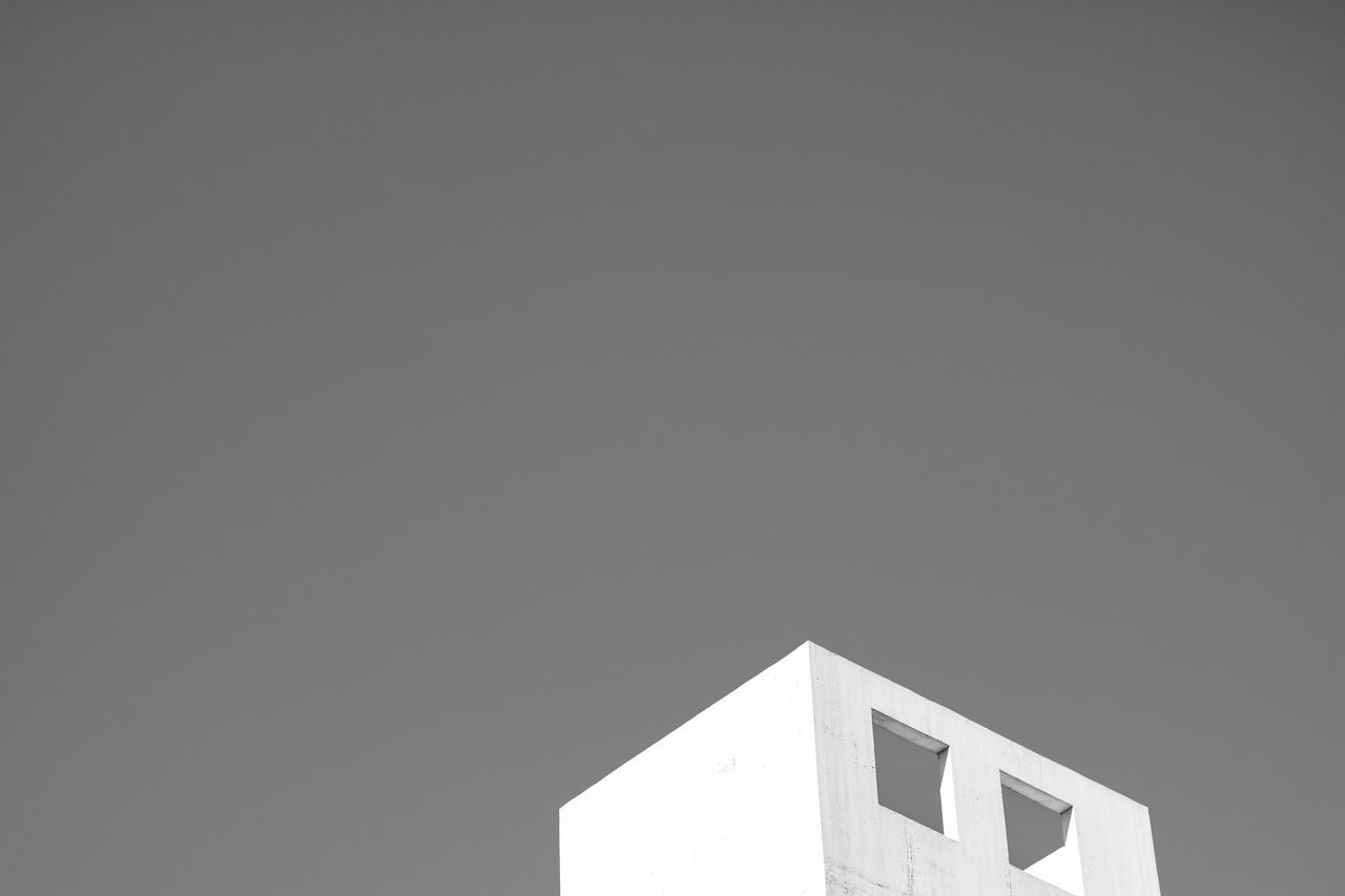 copy space, built structure, architecture, low angle view, building exterior, clear sky, no people, day, outdoors, nature, sky