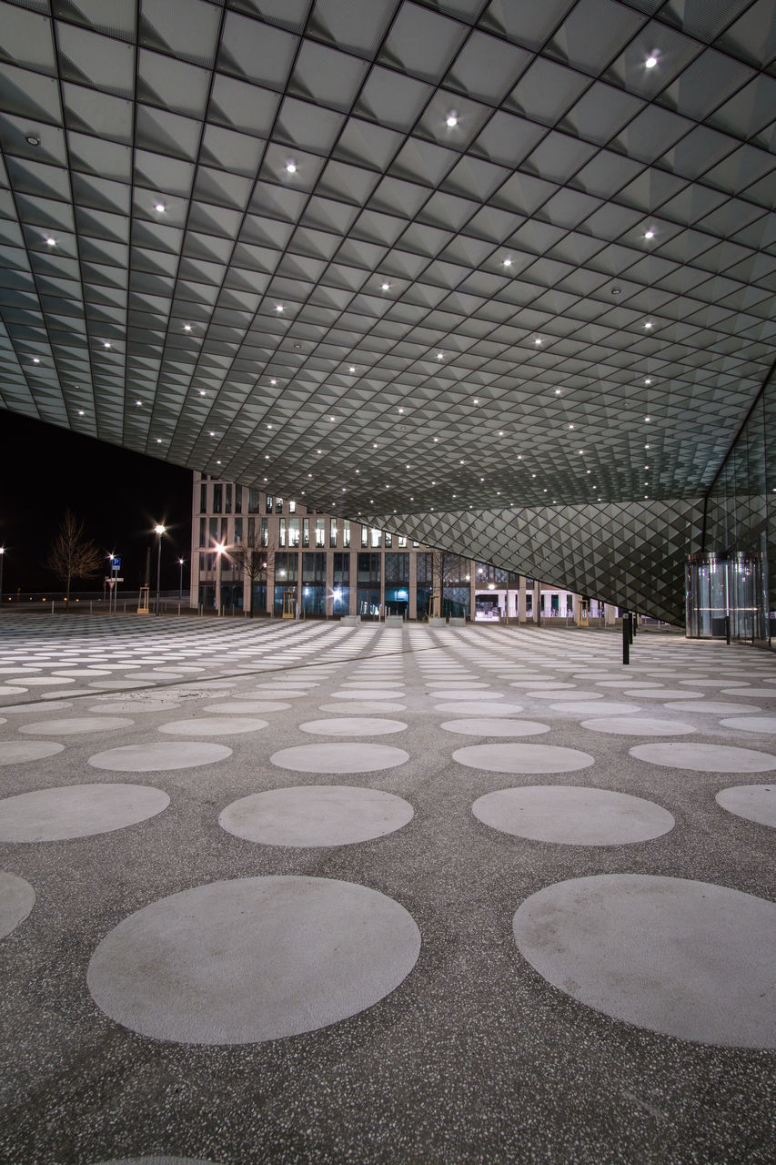 ceiling, illuminated, empty, architecture, indoors, built structure, no people, night