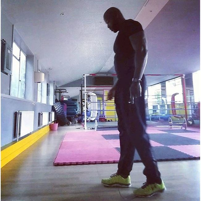 Failed so many times at this skipping rope thing it ain't even funny........trying to follow some of the greats @rope_rage @mzjourneytobefit @luciebrocks.........The struggle is real I'll get there. Bythehorns GymRat GymLife Fitfam fitness trainhard shredded shredlife igfitness instafit instafitness fitnessfreaks fitnessaddict untamedfitness howdoyoubeast aestheticbeast gymflow pump trialanderror oneday
