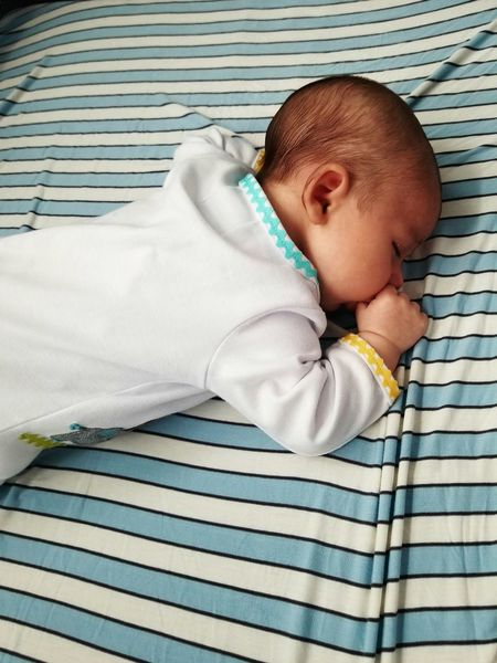 EyeEm Selects Baby One Person Babies Only Sleeping Babyhood Blanket People Indoors  Lying Down Human Body Part Childhood Relaxation Newborn Lifestyles Bed Real People Close-up Day Adult Babyphotography Baby Boy Little Blooming Growth